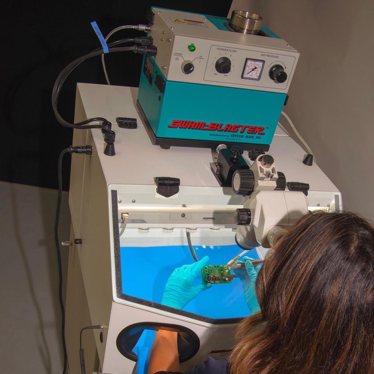 SWAM CCR-CWC-MV2L | Point Ionizer for ESD Control, Microscope, Ergonomic Arm Rests